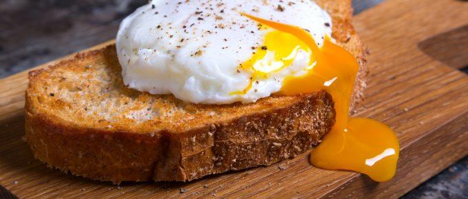 Varför äter bodybuilders äggvita – men slänger gulan?