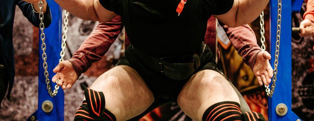 Undvik ont i ryggen vid knäböj – enligt en skäggig styrkecoach